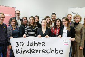 Am 14. November 2019 traf Bundesministerin Ines Stilling anlässlich des 30-jährigen Jubiläums der UNO-Kinderrechtekonvention zu einem Austausch mit der Bundesjugendvertretung sowie dem Netzwerk Kinderrechte zusammen.